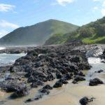 Skały na plaży Dzikiego Wybrzeża