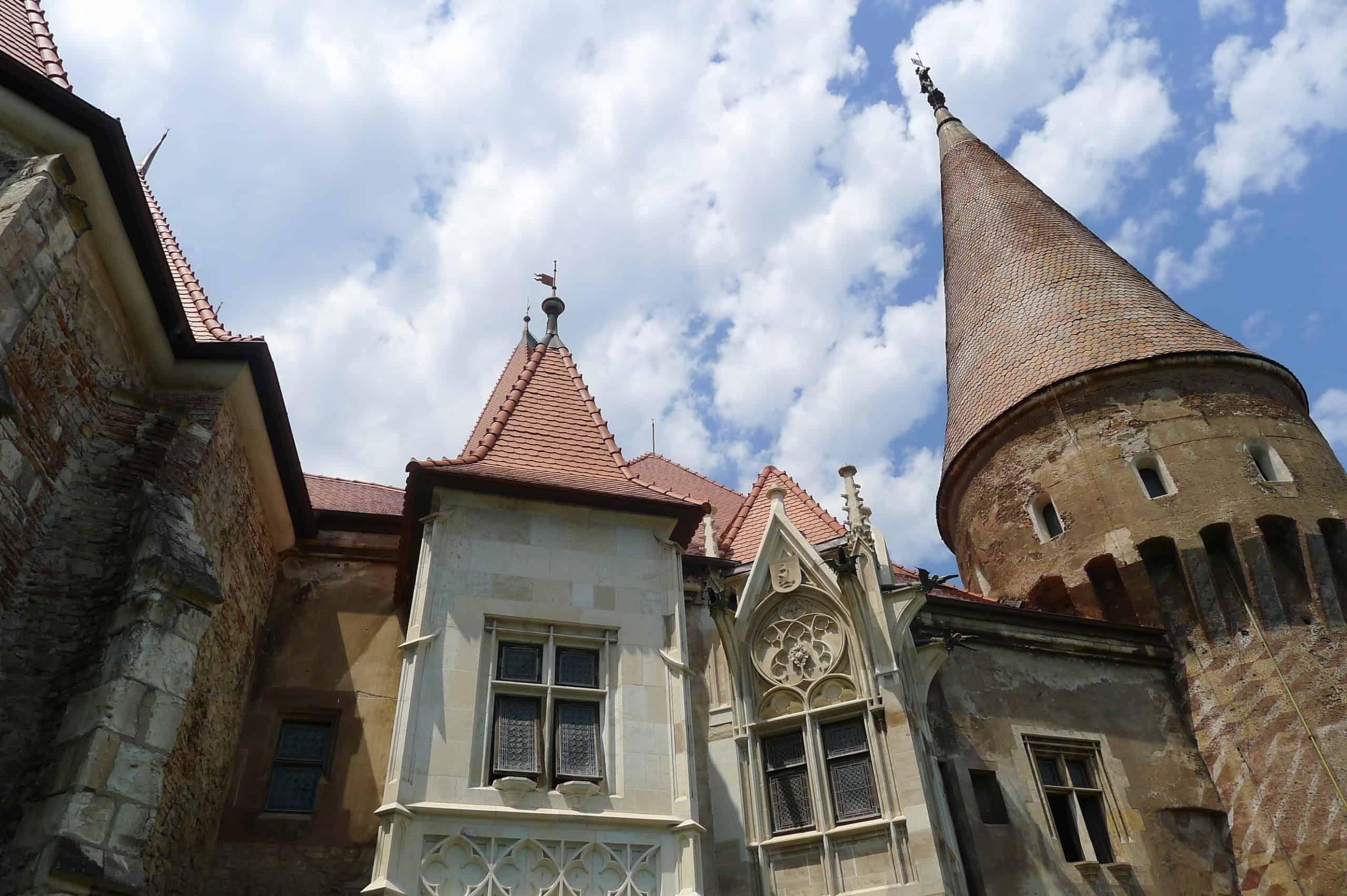 Wieże na zamku w Hunedoarze Transylwania