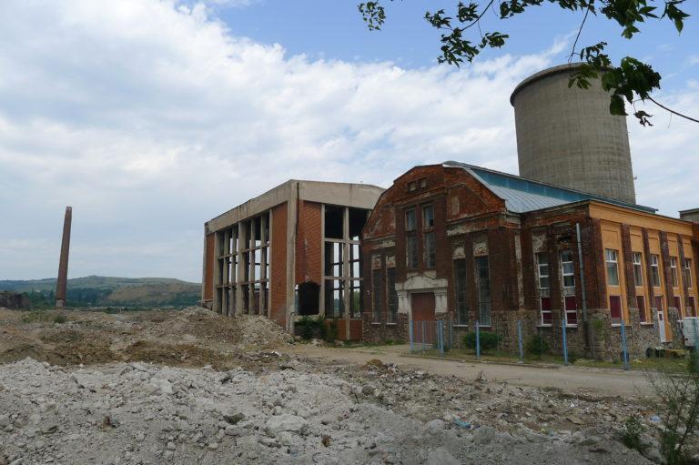 Rozwalający się zakład przemysłowy