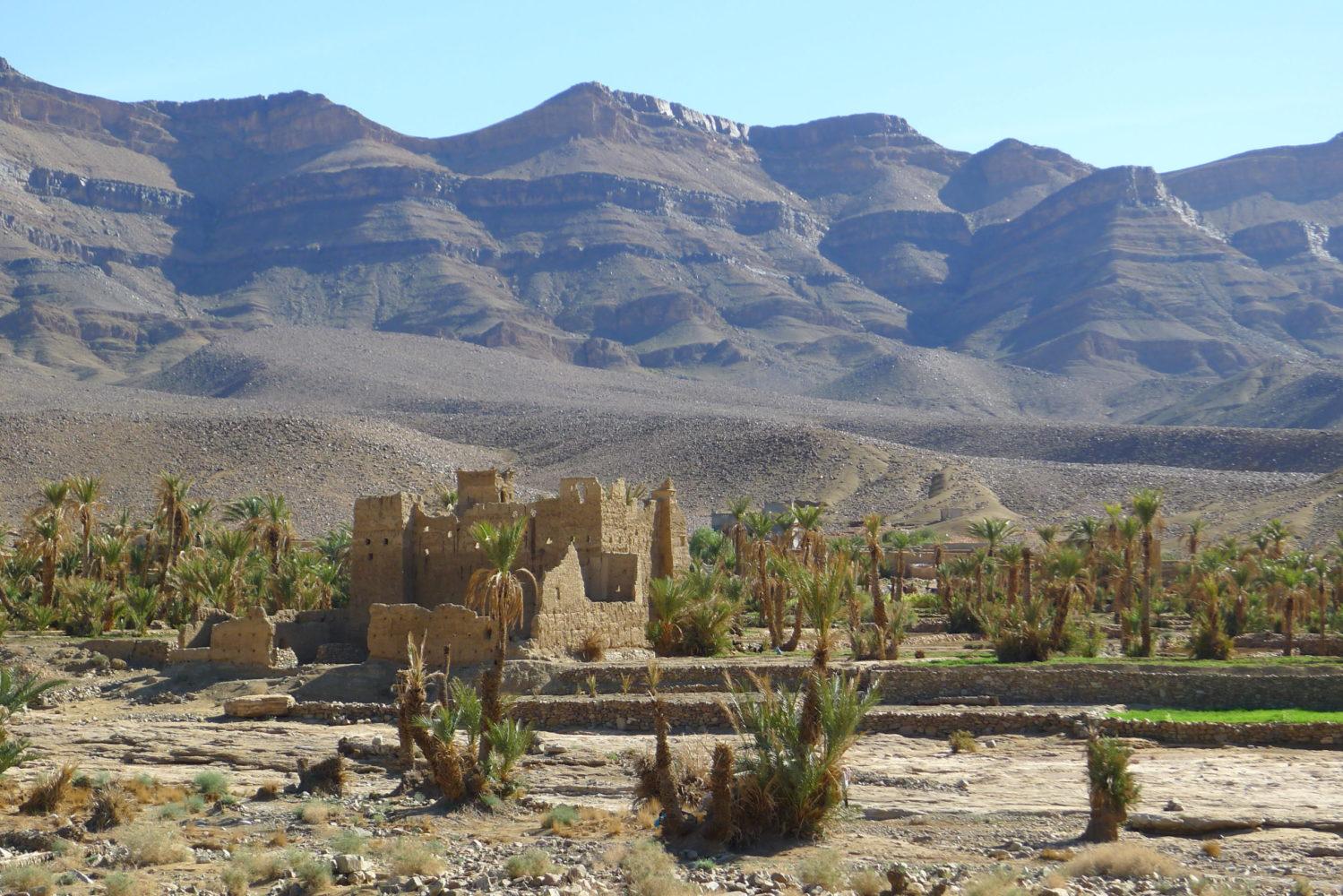 Zruinowana kasba na trasie przez Południowe Marokoo