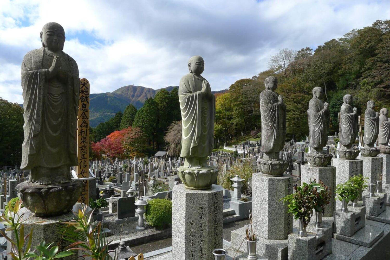 Niezwykłe miejsca - cmentarz koło Hakone