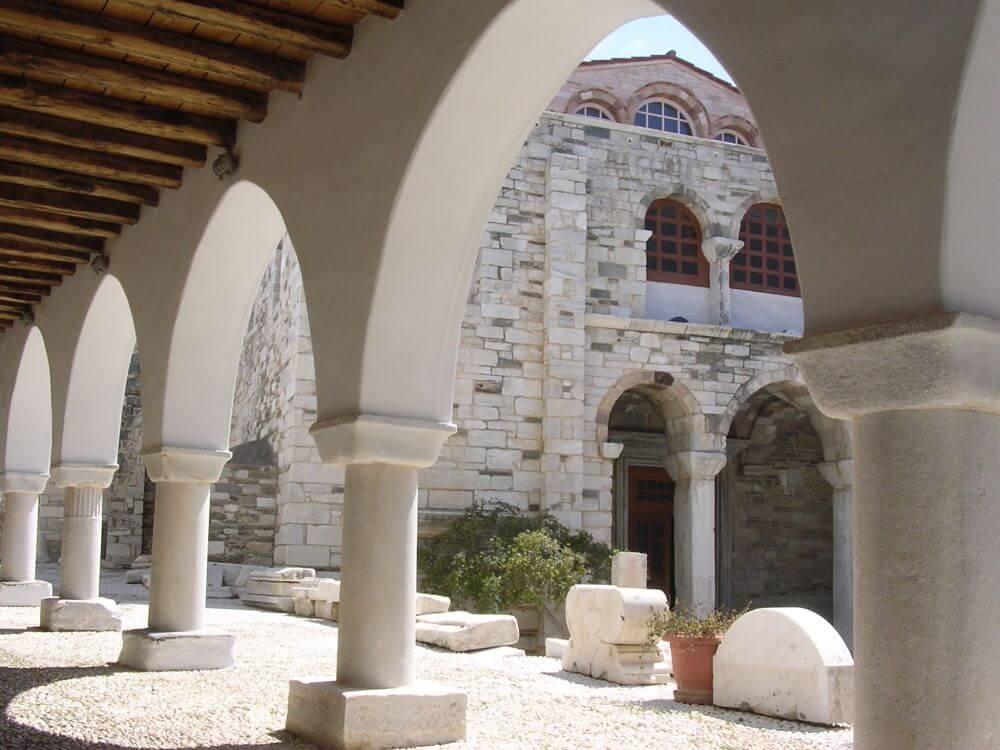 Kościól 100 okien na Paros