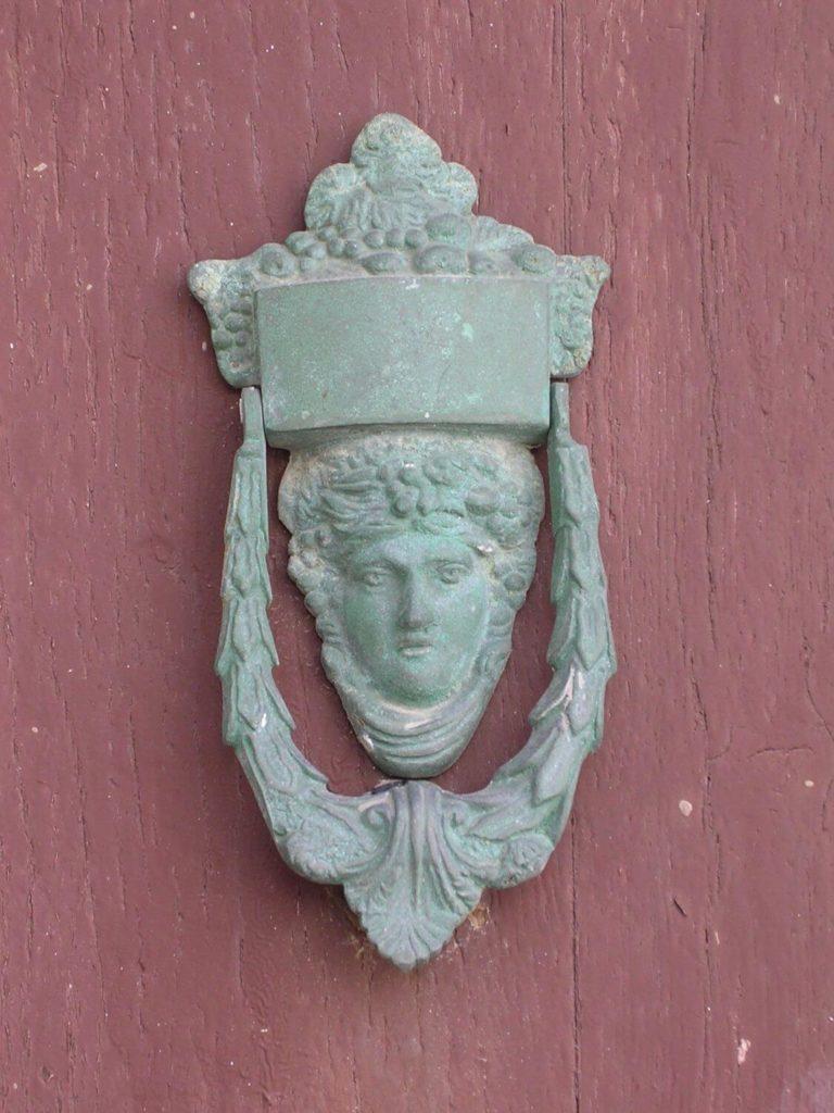 Koładka na drzwiach w Naxos, Cyklady