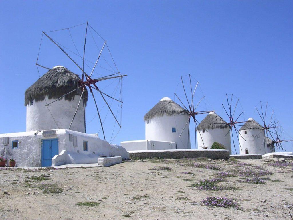 Pocztówka z Mykonos - wiatraki, Cyklady