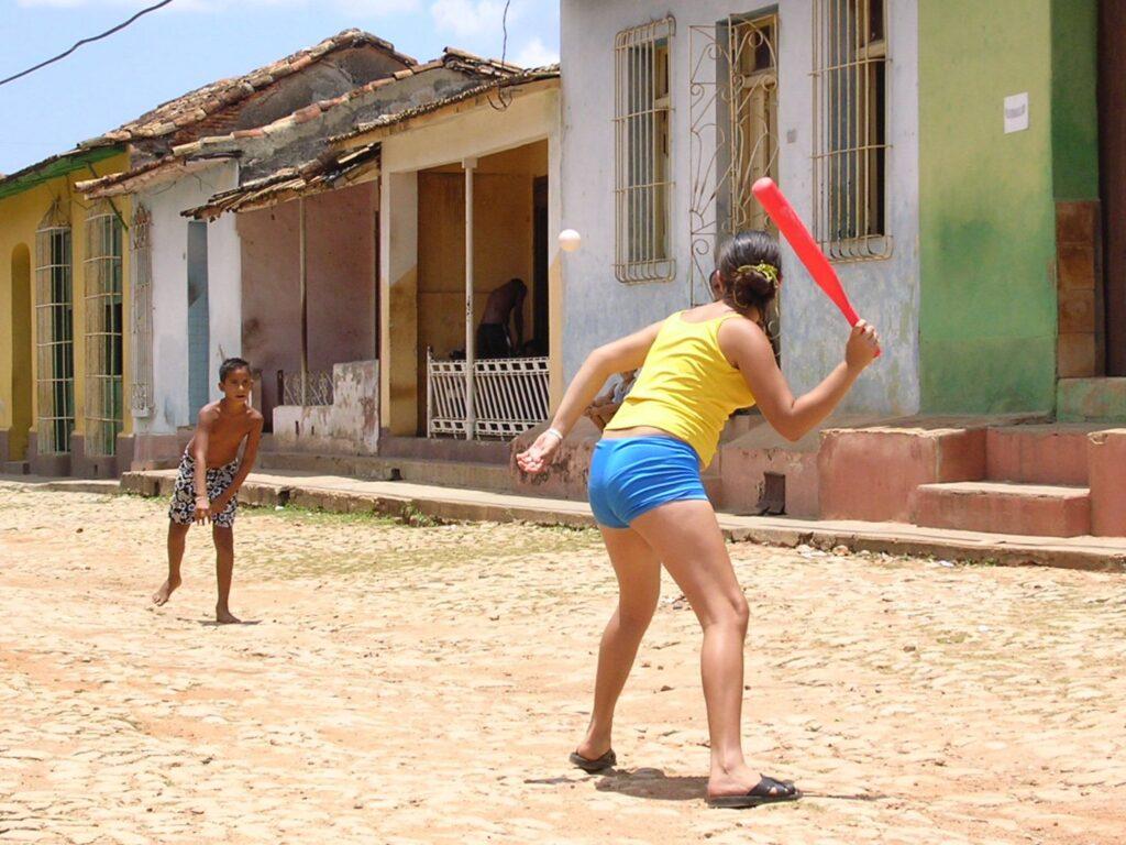 Dzieciaki grają w bejsbal, Trinidad Kuba